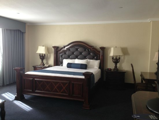 Resorts Casino Hotel: King size bed