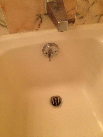 Resorts Casino Hotel : Second bathroom tub
