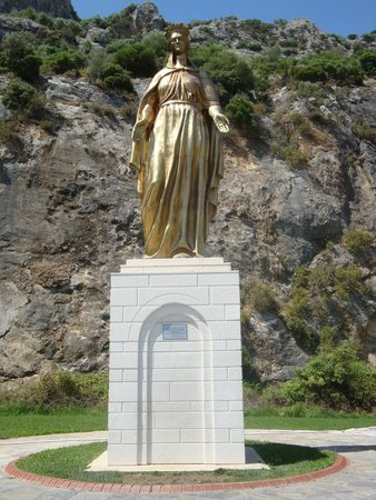 Ephesus Tours: Virgin Mary statue on side of the road
