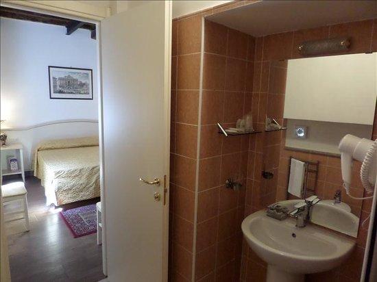Best Suites Pantheon : Bathroom-Elios Room