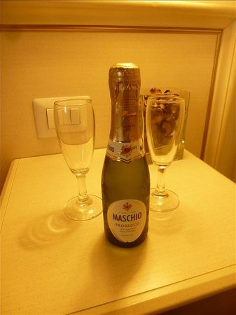 Best Suites Pantheon : Complimentary prosecco