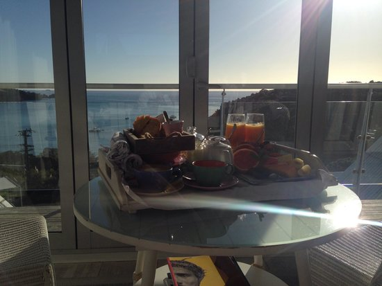 The Boatshed : Beautiful breaky in the Lighthouse