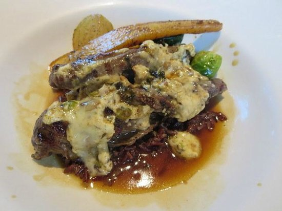 iX pour Bistro : lamb tenderloin with goat cheese
