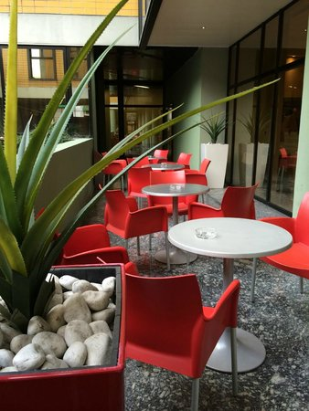Art Hotel Navigli: outside seating area
