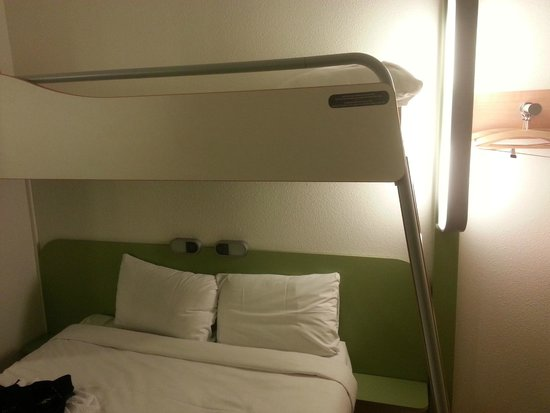 ibis budget Luzern City: room with bunk bed