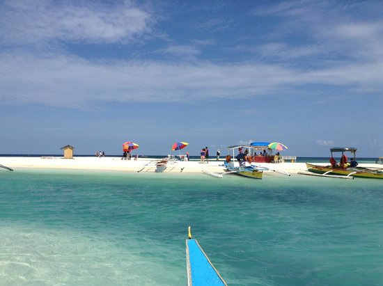 Paras Beach Resort: as we reached the white island