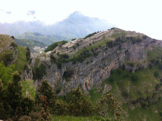 Valle delle Ferriere : Il Castello di Scala visto dal belvedere Mustaculo
