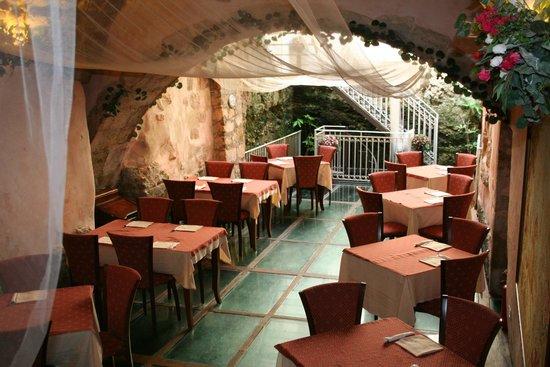 Spizzica Al Vecchio Lavatoio Extra Seating Glass Floor
