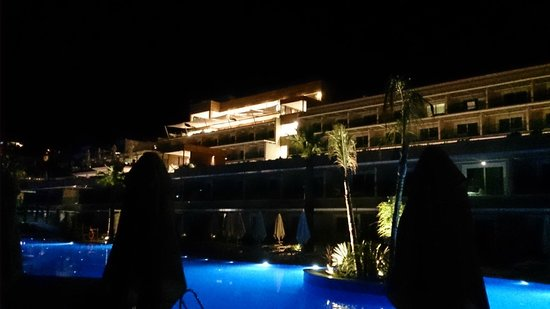 SENTIDO Bellazure: widok wieczorem z leżanki