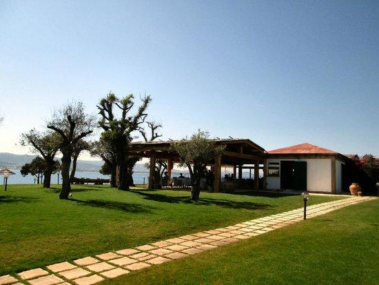Hotel La Rocca Resort & Spa : Beach restaurant