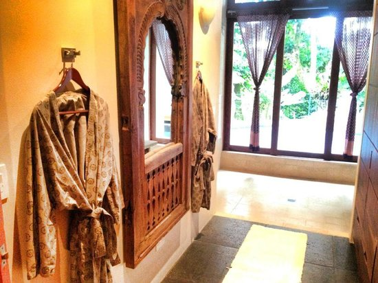 Prana Rainforest Retreat : Most amazing bathroom & robes ever! Seriously, the robes. I fell in love