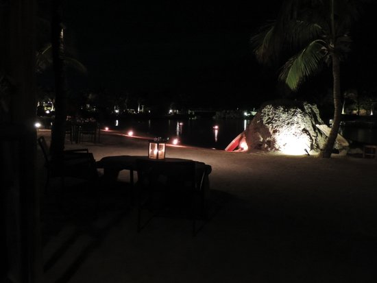 Baoase Luxury Resort : Strand avond