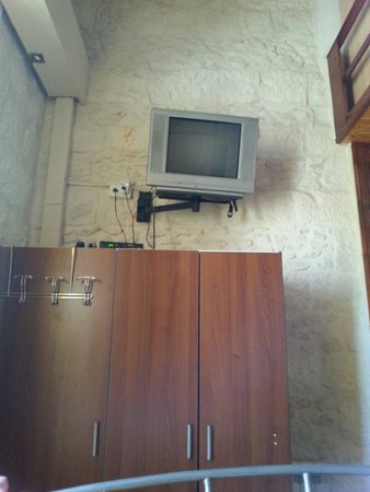 New Imperial Hotel: TV and closet in family room