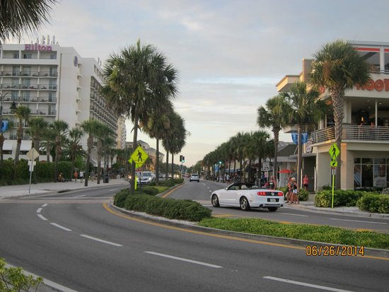 Clearwater Beach : Mandalay Ave, main drag heading north