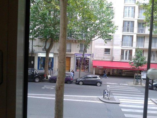 Grand Hotel Francais: a la calle principal