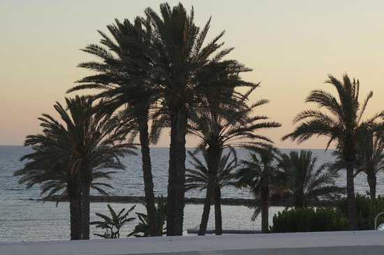 Constantinou Bros Pioneer Beach Hotel: view from our room beautiful