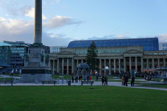 Schlossplatz: Центр города Stuttgart