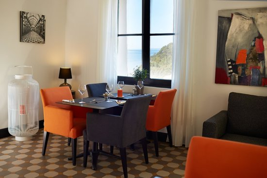 Hotel Les Terrasses du Bailli : Une table dans la verrière
