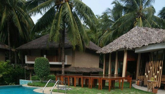 Coco Lagoon by Great Mount Resort: Restaurant and swimming area