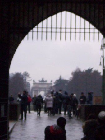 Pinacoteca Castello Sforzesco: Вид на Триумфальную арку из замка