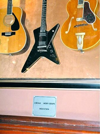 Hard Rock Cafe : Always fun to see the guitars