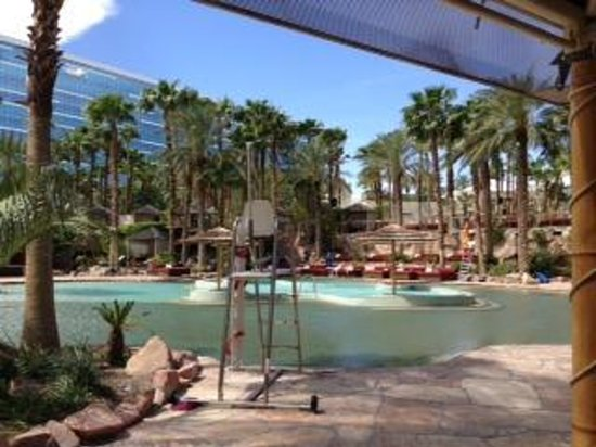 Hard Rock Hotel and Casino Las Vegas: The pool before it got busy