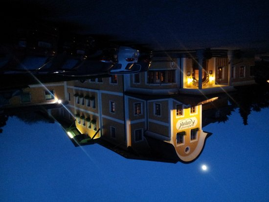 Hotel Gasthof Kamml: Vista dell'hotel di sera