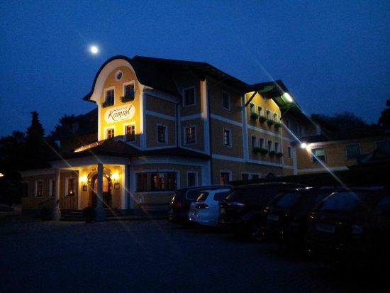 Hotel Gasthof Kamml : Vista dell'hotel di sera