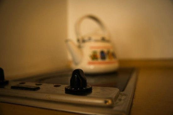 Callao Plaza Suites: The stove...I would call that greasy and dirty. What do you think?