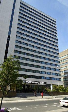 Wyndham Grand Frankfurt: Außenansicht