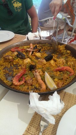 El Chamizo: Lunchtime paella