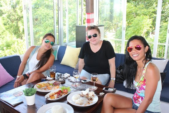 Anchor Roof Top Beer Garden: Girls just wanna have food!
