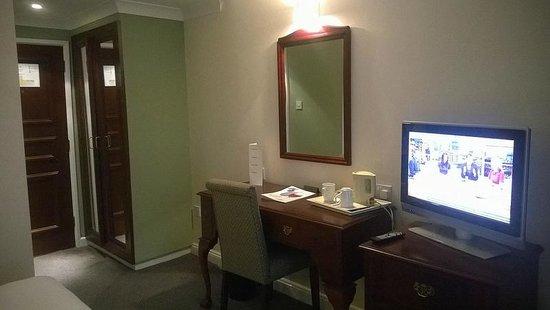 Best Western Stafford M6/J14 Tillington Hall Hotel: Desk area