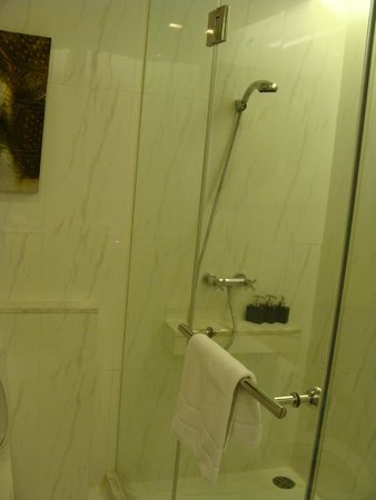 Anantara Sathorn Bangkok Hotel: Second Bathroom
