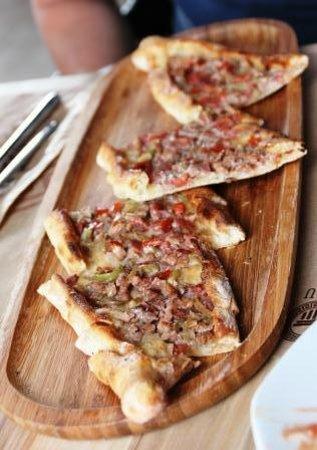 Agora Restaurant: Turkish Pizza - fab!