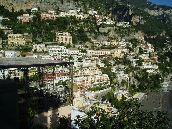 Caffe Positano : テラス席から眺めるのポジターノの街!