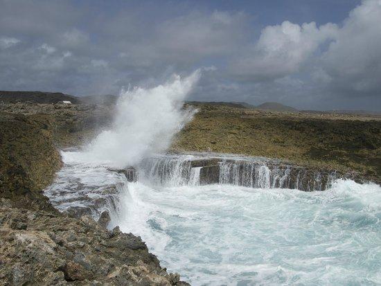 Shete Boka National Park : Boca Pistol - wave exploding back out