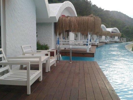 Yacht Classic Hotel: Quartos visinhos, sacada