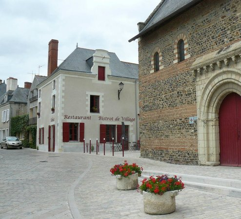 Le Tasting Room Wine - Day Tours : Le Chenin in Savennières - pretty village restaurant in the heart of white wine region Anjou