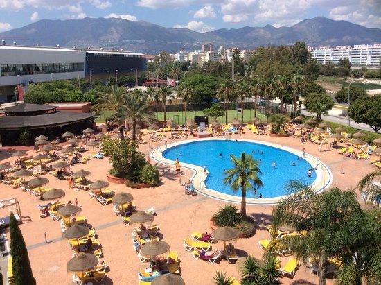 Fuengirola Beach Aparthotel: Pool view from 3rd floor