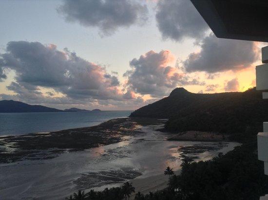 Reef View Hotel: sunrise on my ipad