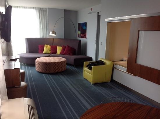 Aloft Asheville Downtown: living area in corner suite