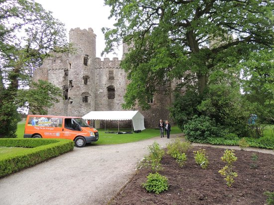 Laugharne Castle : The Mayor and Mayoress