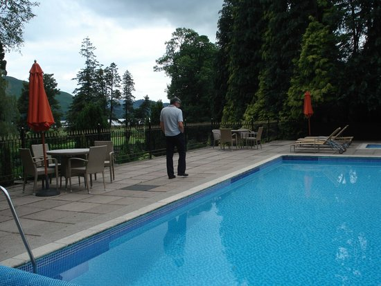 Lodore Falls Hotel: Outdoor pool