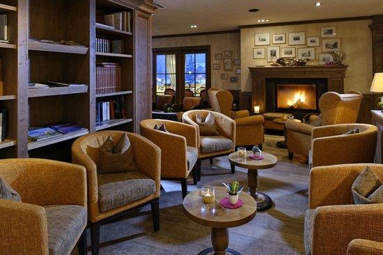Hotel Spinne: Lobby mit Kamin