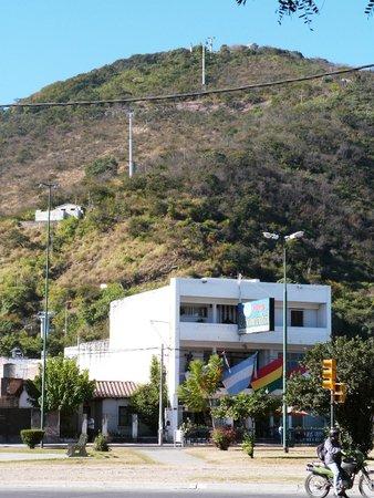 Hotel Continental : Frente con vista al Cº San Bernardo y al telesférico