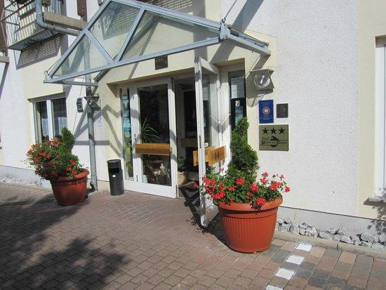 Hotel Wilhelm Von Nassau: Hotel entryway