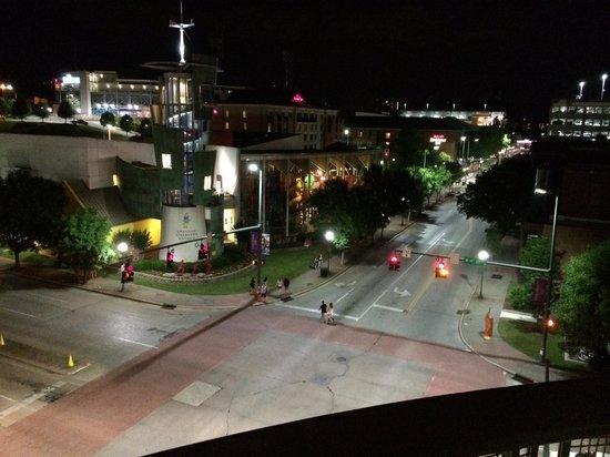 Hampton Inn & Suites Chattanooga / Downtown: Downtown Chattanooga at night