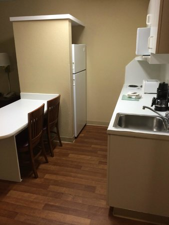 Extended Stay America - Chicago - Gurnee : Kitchen