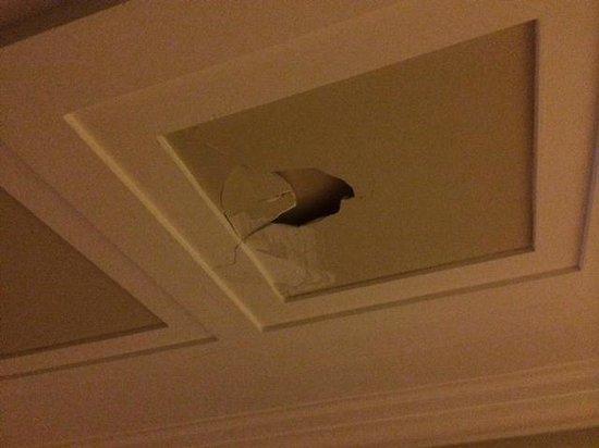 Hotel Santa Catalina: techo cuarto de baño